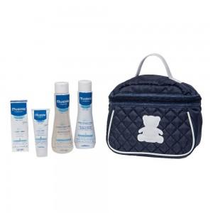 MUSTELA BEAUTY TRAVEL SET borsa blu con all'interno prodotti come regalo per una nascita